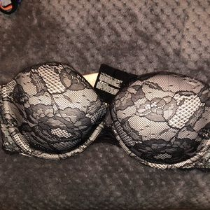 Laced strapless bra
